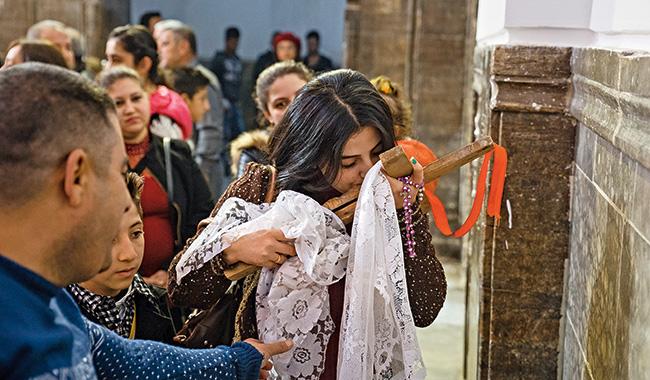 Reportage sur l'admirable foi des familles de coptes martyrs