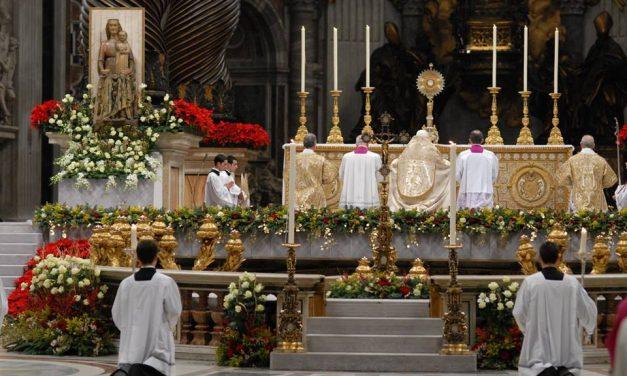 Faut-il recevoir la communion dans la main ?