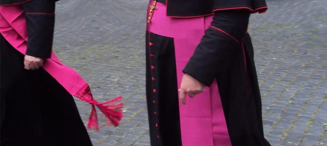 Monseigneur, vous trahissez la France et l'Église