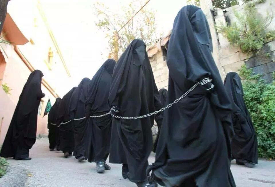 A l'exemple de Mahomet ayant réduit en esclavage la femme de Abu Laab (Coran 111)…