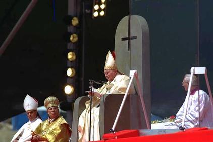 Le pape, Lucifer et la croix inversée