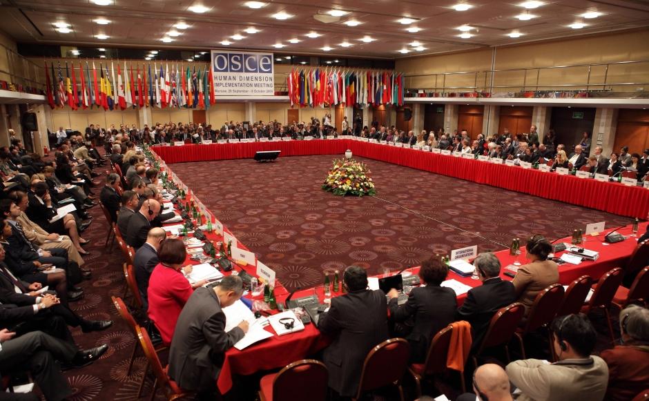 """""""Tolérance et non-discrimination"""", l'abbé Pagès à l'OSCE le 24.09.13 a.m."""