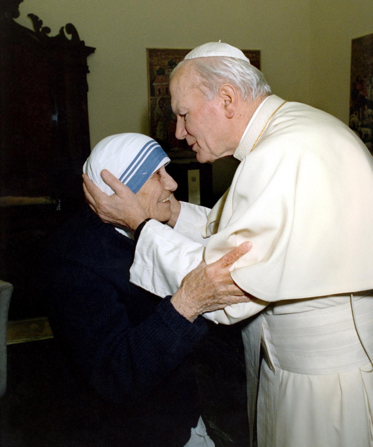 Deux géants de la charité, saint Jean-Paul II et sainte Térésa de Calcutta