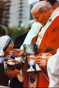 Mère Thérésa recevant la communion
