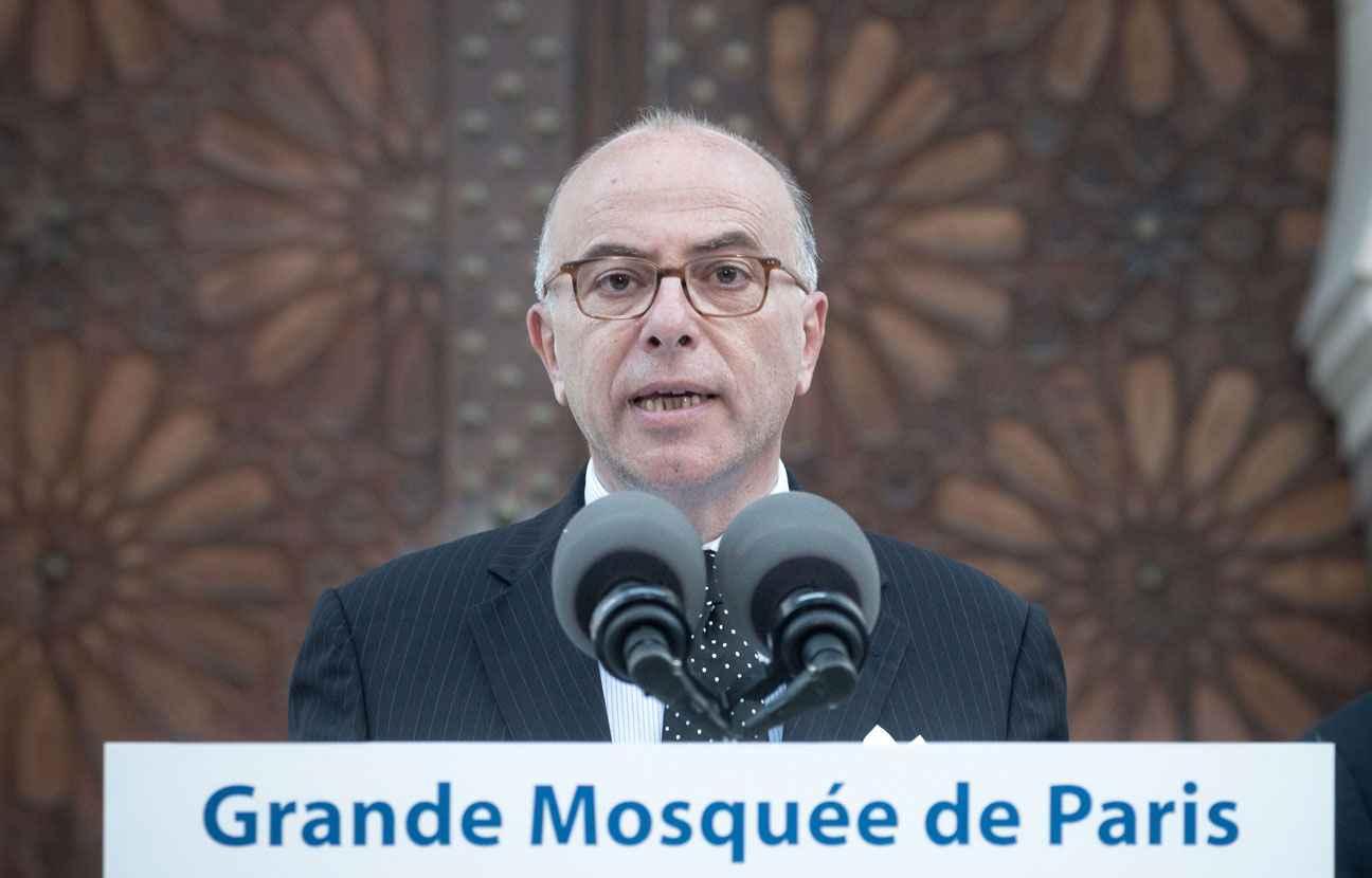 2048x1536-fit_bernard-cazeneuve-devant-grande-mosquee-paris-1er-juillet-2015